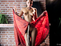 Маша танцует стриптиз в порно ролике