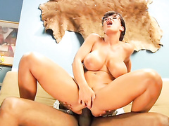 Милфа и негр в анальном порно