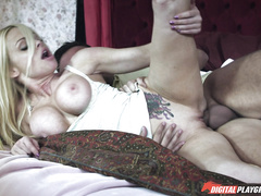 Грудастая Jesse Jane в порно ролике
