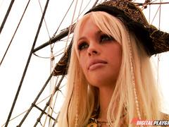 Красивое пиратское порно с титястой телкой Джесси Джейн