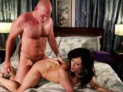 Крутое порно видео с опытной Kendra Lust